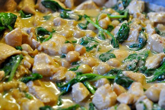 Recette curry de poulet aux pois chiches et pinards - Cuisiner des pois chiches ...